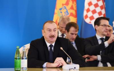 إلهام علييف يحضر اجتماع الوزراء - صور(تحديث)