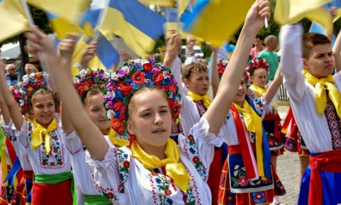 Ukrayna əhalisi kəskin azalıb