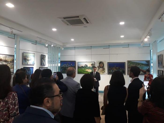 Exposición de artistas azerbaiyanos en Singapur