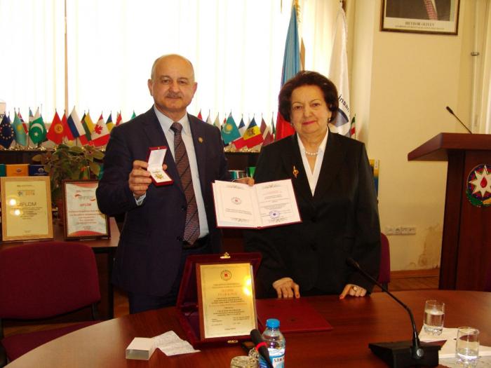 Elmira Süleymanova medala layiq görülüb