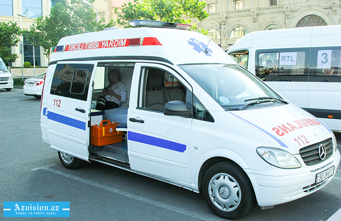 Mikroavtobus yük maşını ilə toqquşdu: Ölən və yaralılar var