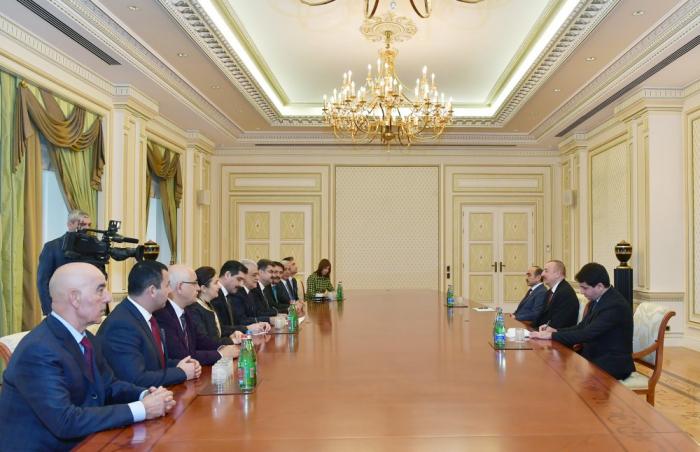 إلهام علييف يجتمع مع النواب التركيين