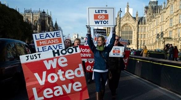 بريطانيا: 40 سفيراً سابقاً يدعون ماي للتريث بالخروج من الاتحاد الأوروبي
