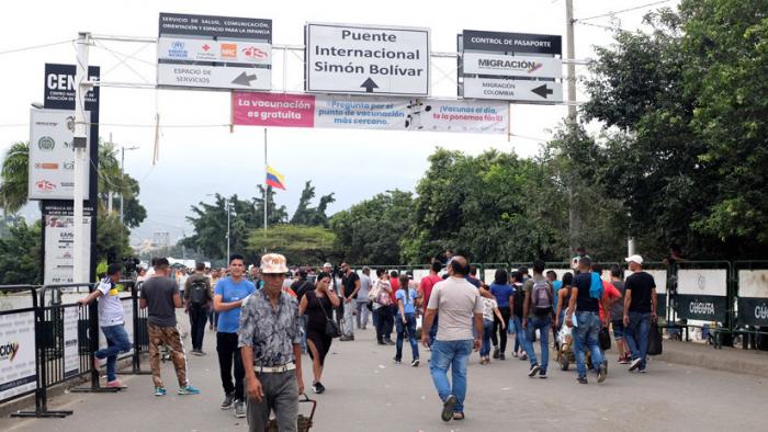 """Venezuela distribuirá comida y hará un """"gran concierto por la paz"""" este sábado en la frontera con Colombia"""