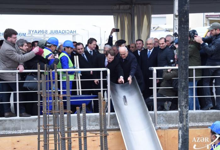 L'Azerbaïdjan et la Russie posent la première pierre d'une usine automobile à Hadjigaboul