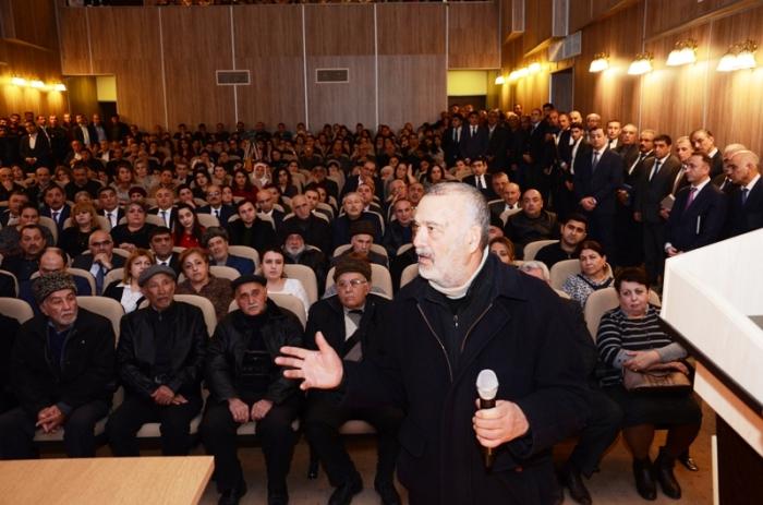 """Eldar Əzizov """"açıq mikrofon""""da problemləri dinlədi - FOTO"""