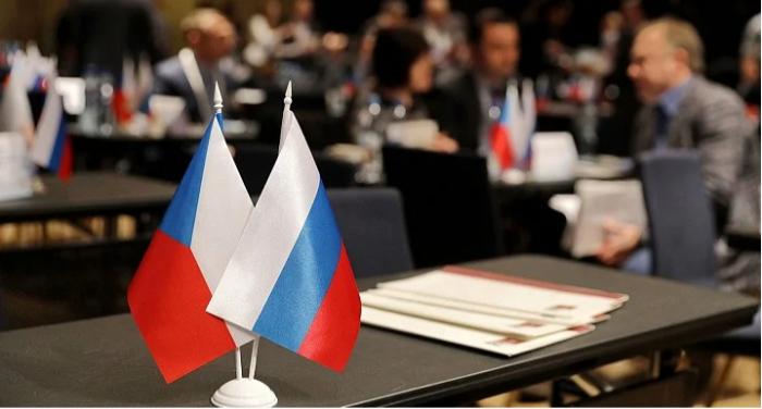 Rusiyalı diplomatı Çexiyaya buraxmadılar