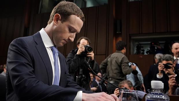 Un año de Cambridge Analytica: el día que a Facebook se le cayó la careta