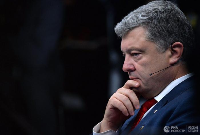 Aİ Poroşenkoya qarşı korrupsiya araşdırmasını təkzib etdi