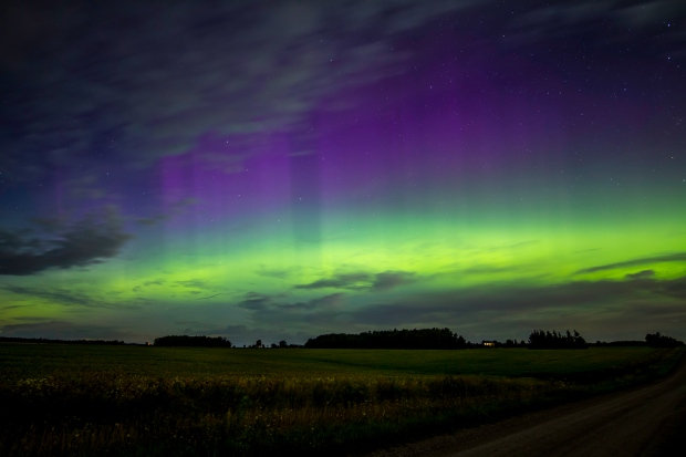 Spectacular northern lights display in Finland-  NO COMMENT