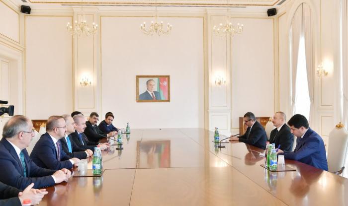 Ilham Aliyevreçoit une délégation menée par le président du parlement turc