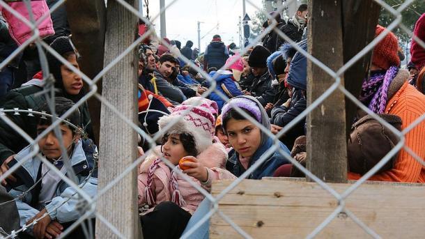 EEUU pone en cuarentena a más de 2.000 migrantes