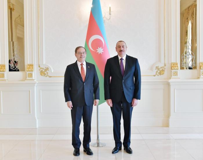 Ilham Aliyev empfängt neuen US-Botschafter zur Entgegennahme des Beglaubigungsschreibens