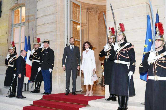 Mehriban Aliyeva hält ein persönliches Treffen mit dem französischen Premierminister ab