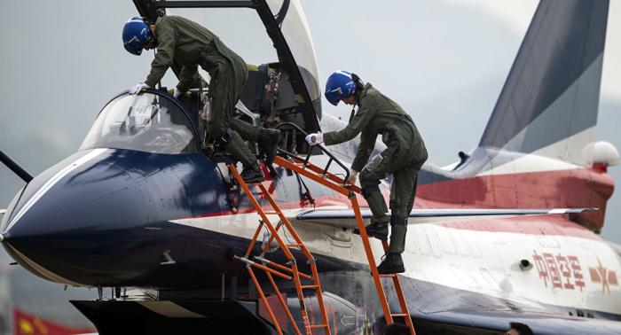 Dos pilotos muertos al estrellarse un avión militar chino
