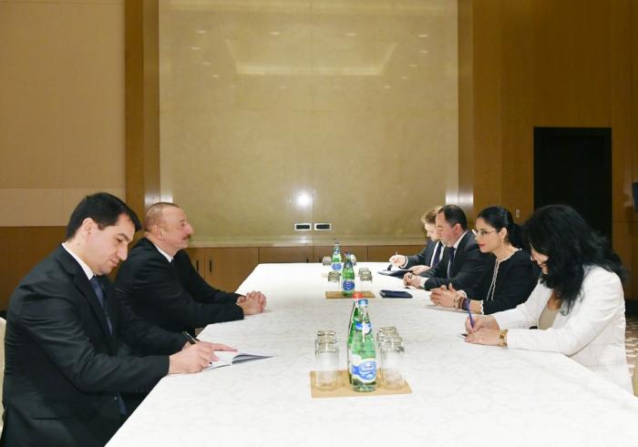 Ilham Aliyev se reúne con la viceprimera ministra de Rumania