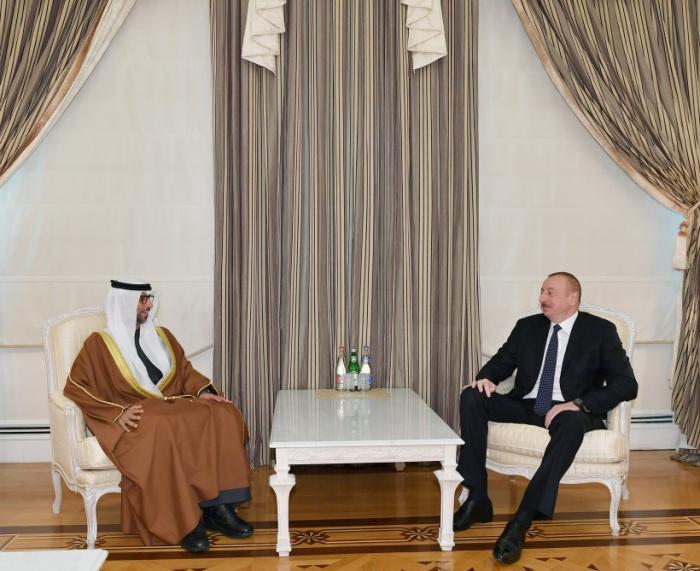 Präsident Ilham Aliyev empfängt Minister für Energie und Industrie der VAE