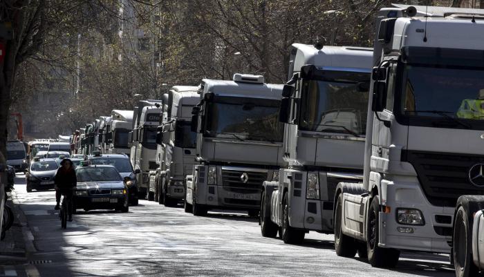 Centenares de camiones marchan por las calles de Barcelona para reclamar mejoras
