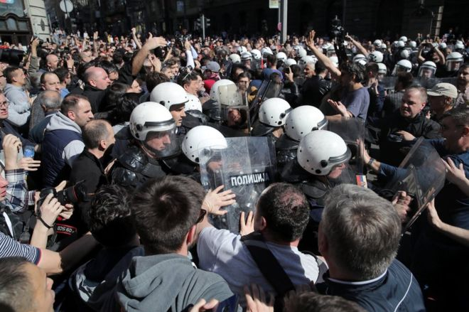 Serbia protests: President Vucic the target of Belgrade rally
