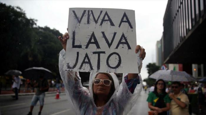 Miles de brasileños protestan contra la corrupción