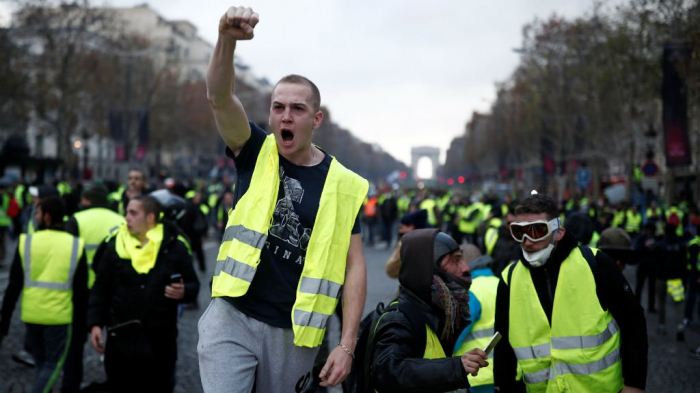 Yellow vest protests: France to tighten Paris security