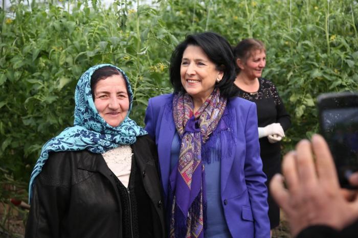 Zurabişvili azərbaycanlılar yaşayan kəndlərə baş çəkdi - FOTOLAR