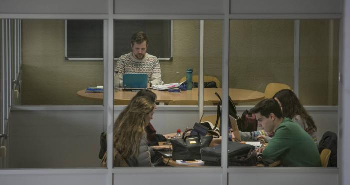 Las universidades multiplican los grados, una trampa para ganar alumnos que la privada sí rentabiliza