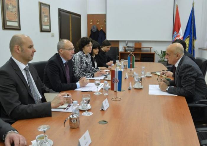 Aserbaidschan und Kroatien diskutieren Zusammenarbeit im Verteidigungsbereich