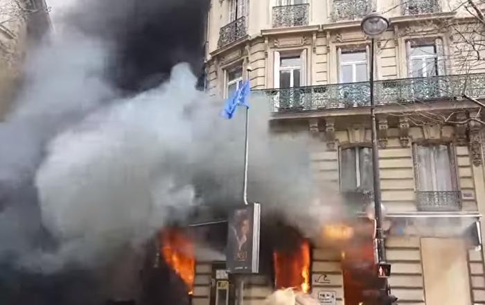 Una mujer y su bebé casi mueren en el fuego provocado por los