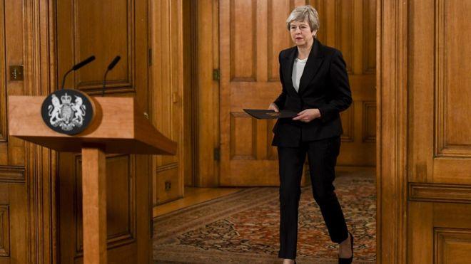 Brexit: Theresa May at Brussels EU summit to urge short delay