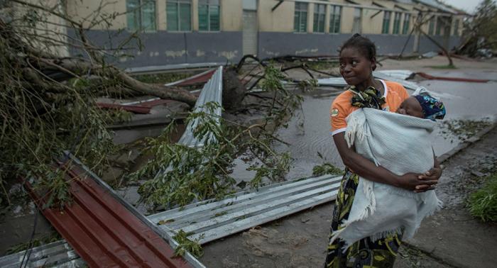 Rescatan a 40.000 personas de las más de 100.000 que esperan ayuda en Mozambique