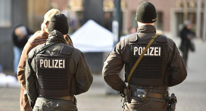 600-köpfiger Flashmob in Frankfurt: Polizei mit Steinen attackiert