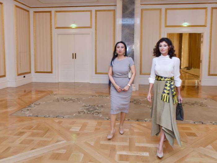 Erste Vizepräsidentin Mehriban Aliyeva trifft Ehefrauen von Leitern diplomatischer Vertretungen