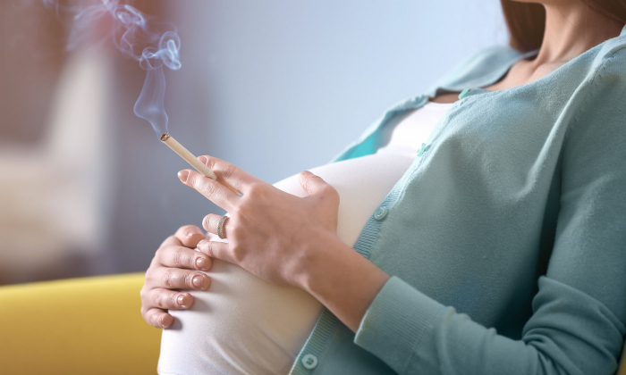 Pregnant mothers who smoke could be harming daughters