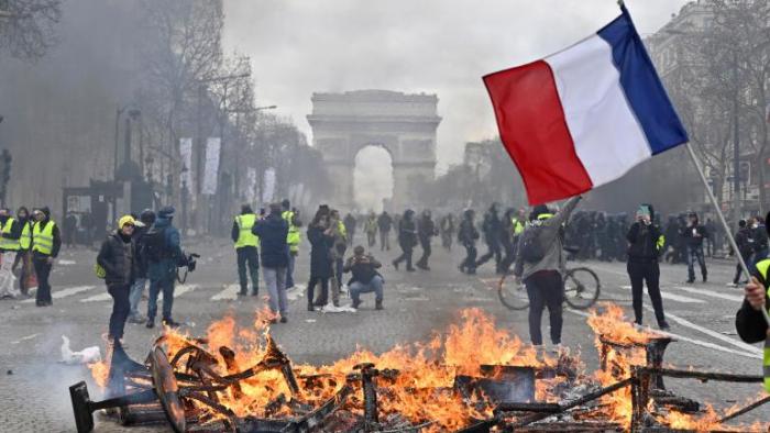 «Gilets jaunes»:   200 personnes en garde à vue à Paris