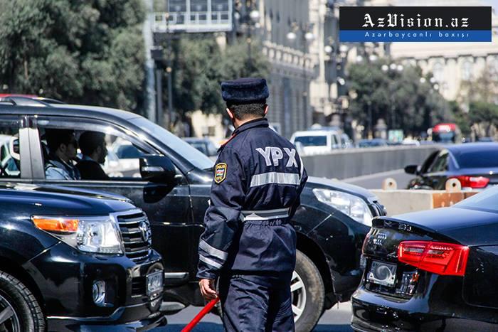 Yol polisi körpəni ölümdən xilas etdi
