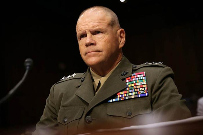 Le chef des Marines américains proteste contre le financement du mur