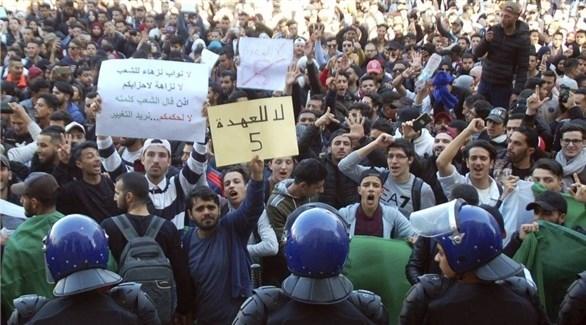 الحزب الحاكم في الجزائر يعلن دعمه للمحتجين