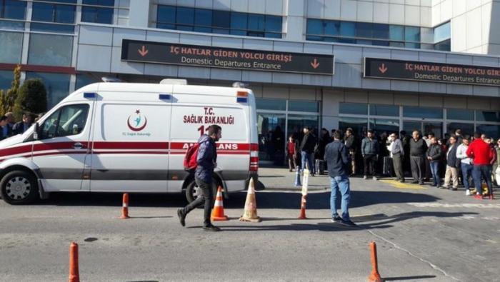 Türkiyədə hava limanında polis öz həmkarını güllələdi - VİDEO