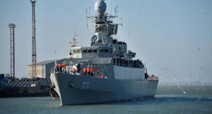 لماذا توجهت مدمرة وسفن حربية إيرانية إلى سلطنة عمان