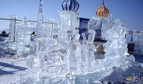 عشرات النحّاتين يتسابقون لتقديم التماثيل الجليدية في روسيا