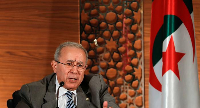 وزير خارجية الجزائر: بوتفليقة وافق على تسليم السلطة لرئيس منتخب