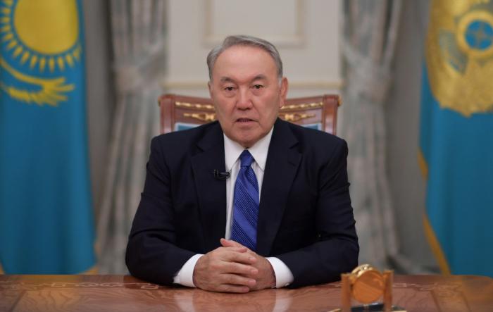 Le président kazakh annonce sadémission