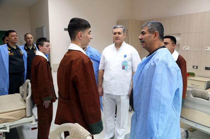 Müdafiə Nazirliyinin rəhbərliyi hərbi hospitalda - FOTOLAR