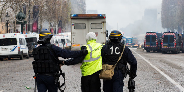 «Gilets jaunes» :  des heurts sur les Champs-Elysées, plusieurs arrestations