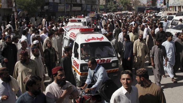 Varios muertos por la explosión de una bomba en unas vías de tren en Pakistán