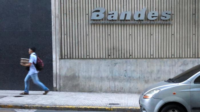 """24 millones de clientes afectados: Venezuela rechaza """"enérgicamente"""" las sanciones de EE.UU. a banco estatal"""