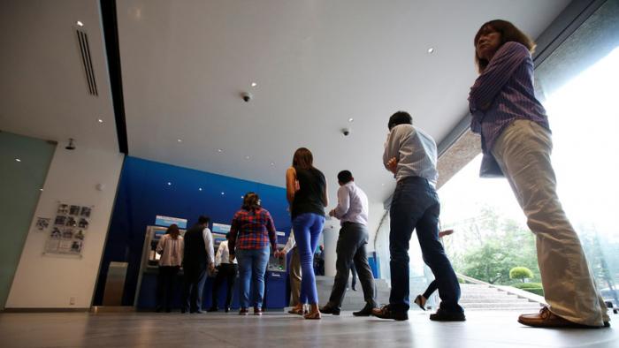 López Obrador pide a los bancos bajar el monto de las comisiones