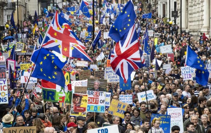 Londonda bir milyon nəfər yürüş keçirdi