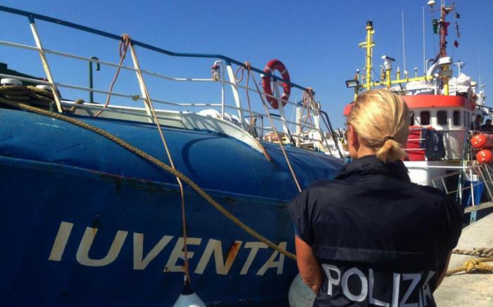 Italie: un navire humanitaire récupère des migrants, Rome met en garde